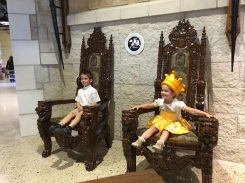 CH Kids On Throne